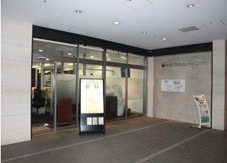 汐留駅9番出口より徒歩1分、東京汐留歯科クリニックです。
