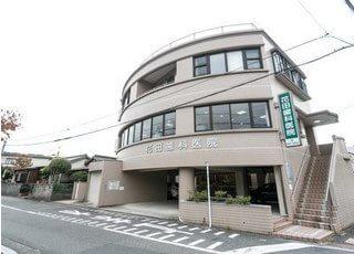 花田歯科医院の外観です。今池駅から徒歩7分の場所に位置しております。