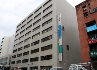 烏丸駅から徒歩1分大きな建物が目印です