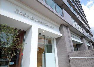 外観です。C&Cナカイデンタルクリニックは赤坂台近隣センター内にあります。