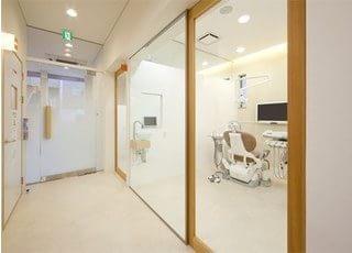 診療室は個室になっています。お気軽にご相談ください。
