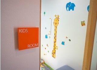 キッズスペースがございますので、お子様も遊びながらお待ちいただけます。