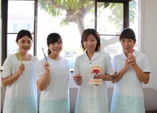 原田歯科医院のスタッフです。患者様を笑顔でお迎えいたします。