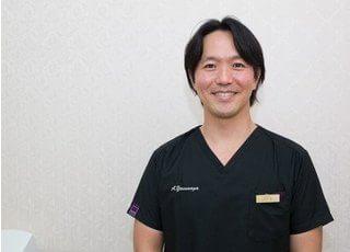 副院長の安永 敦です。自身の矯正治療経験を生かして、皆様のきれいな歯並び作りに貢献いたします。