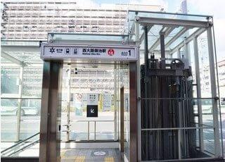 西大路三条駅出口から1分ほど歩くと当たかもり歯科医院がございます。