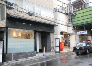 桃山御陵前駅から徒歩1分のところにございます。