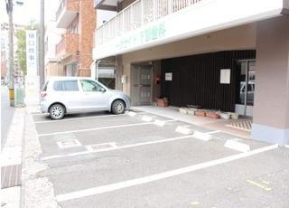 当院の前に駐車場を用意しています。