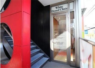 入口です。リヴュール・ツムラの2Fにあります。