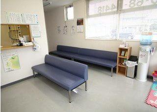 待合室です。お呼びするまでの間、こちらでお待ちいただきます。