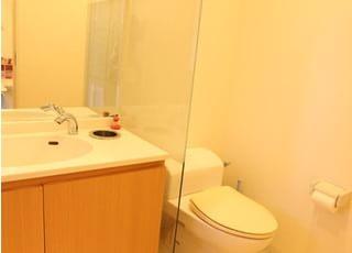 お手洗いは広く、清潔に保っておりますのでどなたでも入りやすくしております。