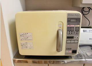 滅菌器です。使用した治療器具は滅菌してから使用しております。