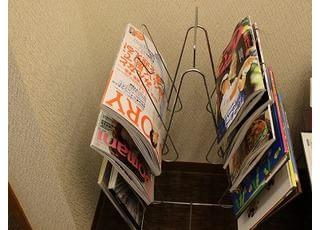 雑誌を読みながらリラックスしてお過ごしください。