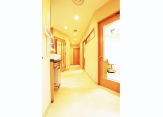 医院の廊下です。