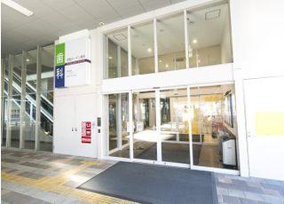 徳重駅前のヒルズガーデンの中にありますので、どなた様も通院しやすい医院になっております。