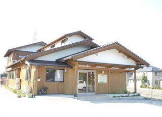 ひまわり歯科クリニック外観です。日本家屋風のたたずまいです。