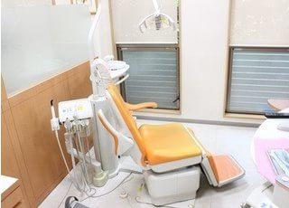 診療チェアは車椅子やお身体のご不自由な方でも負担無く座っていただけるようチェア自体が回転するようになっています。