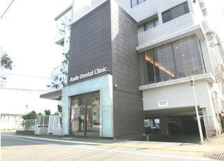 医院の外観です。一階は駐車場になっております。