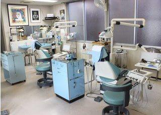 水色をアクセントにした診療室です。