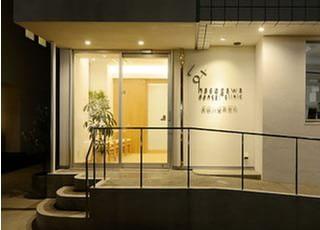 夜の長谷川歯科医院です。