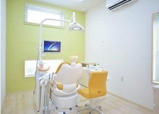 診療室です。リラックスしてお掛けください。
