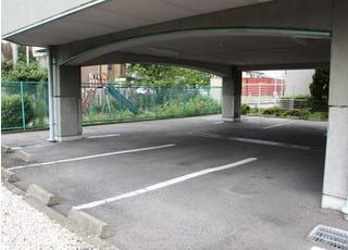 駐車場をご用意しておりますので、お車でもお越しいただくことができます。