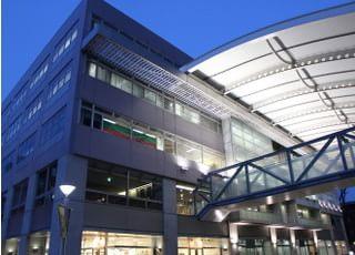 診療時間は平日の9:30~19:00でショッピングモール内にあるので、駐車場も無料で利用可能です。