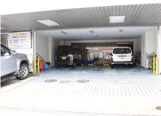 駐車場は医院の1階にございます。