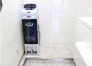 この機械でスリッパの殺菌も行っています。