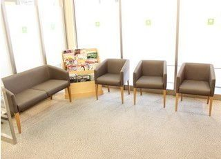 待合室には、雑誌やテレビ、ウォーターサーバーをご用意しております。