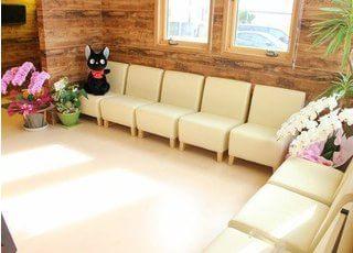 待合室です。広々としたスペースで、ごゆっくりお待ちください。