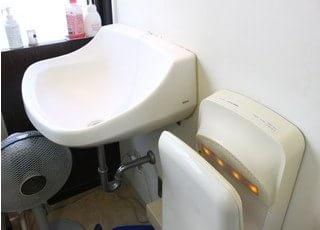 ノンタッチで手が洗えるので衛生的です。