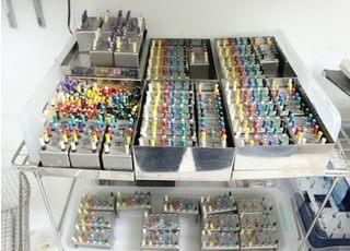 使用した器具を全て滅菌するため、同じ器具を多くそろえております。