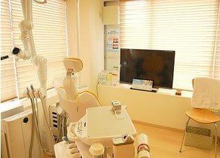 診療室は暖かみのある空間で、安心して治療に専念いただけます。