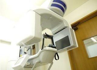 歯科用CTは三次元的に患者様の状態を把握することのできる機械なので、より安全に外科処置をおこなうことができます。