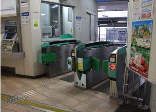 平尾駅の改札を出て階段を上がりましたら当院がございます。
