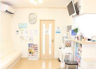 受付です。みさきの歯科医院のスタッフが笑顔で皆様をお迎えいたします。