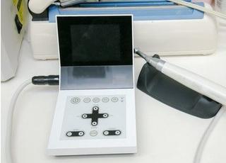 この機器を用いて、根管治療を行っております。