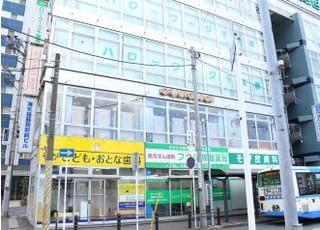 蘇我駅の目の前にあります。