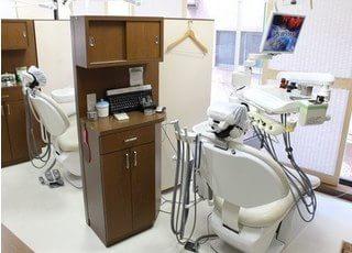 診療ブース間には仕切りがあるので、患者様のプライベート空間を確保することが出来ます。