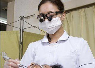 拡大鏡を使い安全な治療を行います。