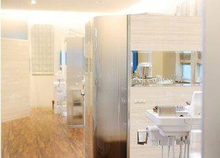 白色を基調とした院内は、清潔感にあふれています。