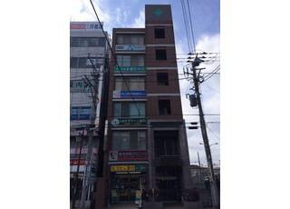 こちらの建物の3階です。