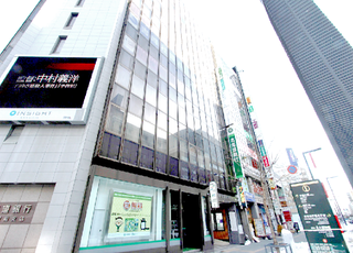 札幌駅南口の目の前にあるビルに医院がございます。
