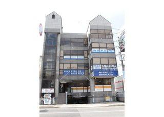 最寄り駅の瀬田駅南口から徒歩4分の国道沿いにある歯科医院です