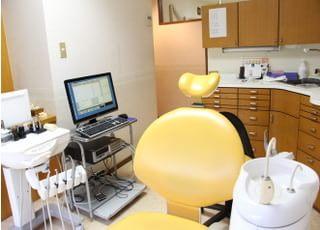 三輪歯科医院_ぬくもりを感じる院内で患者さんをお出迎え