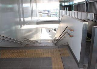 長尾駅ルート:①片町線長尾駅を降りたら、階段を下ります。