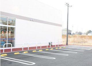 共同駐車場です。お車の方はこちらをご利用ください。