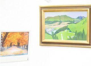 院内には多数の絵画を飾っています。