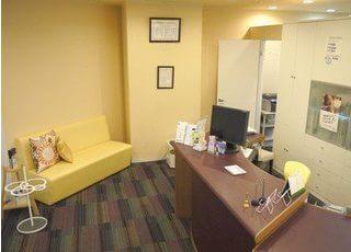 待合室はアットホームな雰囲気で、ゆったりとくつろいでいただけます。