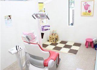 ファミリールームもございます。広い診察室なのでお子様と一緒でも安心です。